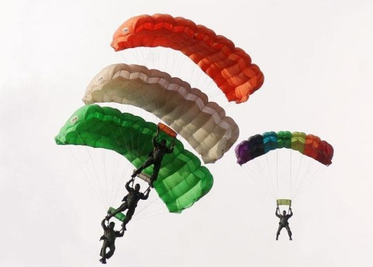 spectacular-images-skydiving-performance-by-iafs-akash-ganga-team.jpg
